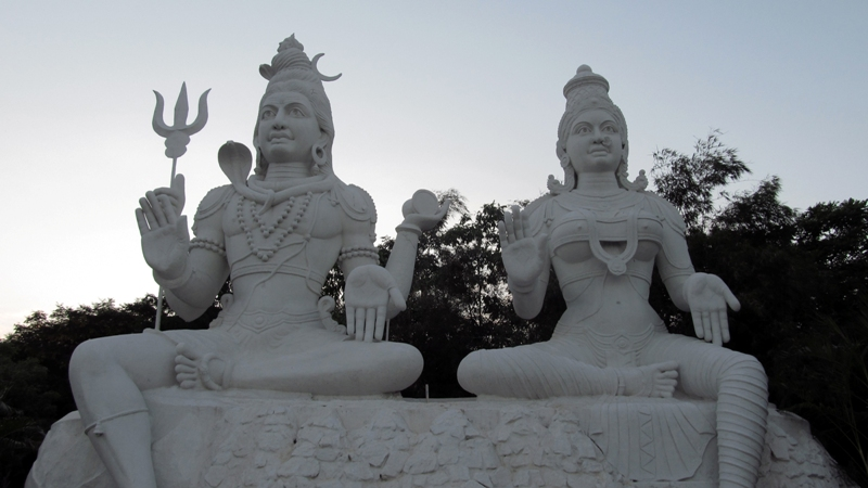 Shiva and Parvati Sclupture at Kailashgiri