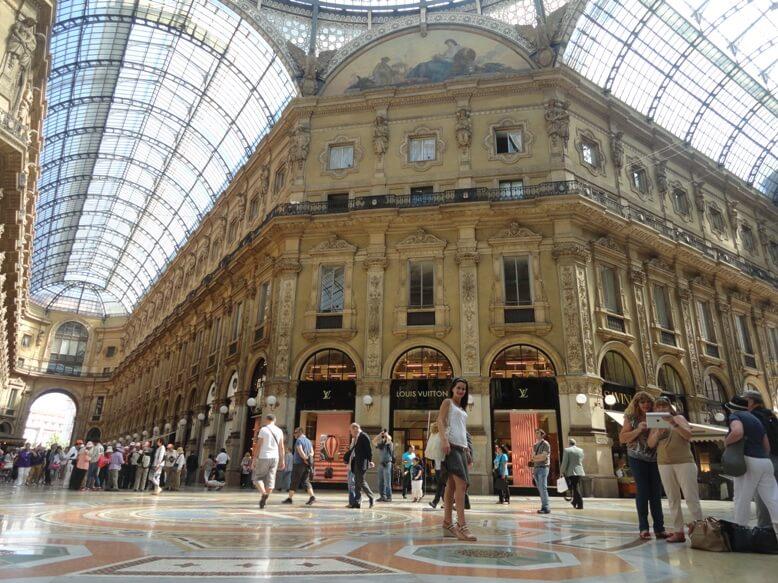 Louis_Vuitton_in_Galeria_V._Emanuele,_Milan,_Italy_(9471446737)